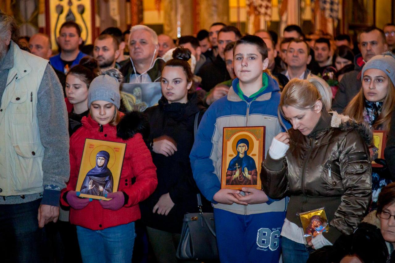 Vernici sa ikonama na molebanu u Hramu Hristovog Vaskrsenja, Podgorica, 31. decembar 2019. (Foto: mitropolija.com)