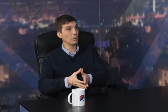 """Vrzić: Američka """"pomoć"""" Srbiji je pokušaj da se ovlada medijskim prostorom"""