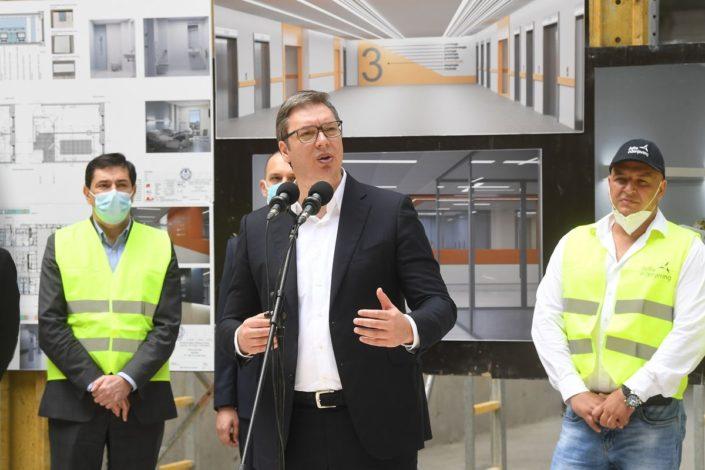 Vučić: Ako bude nekontrolisanog širenja zaraze odložićemo izbore