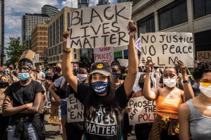 Crno na belo – ko finansira nemire u Americi