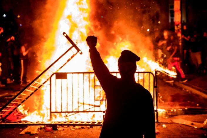 Amerika i bumerang obojenih revolucija
