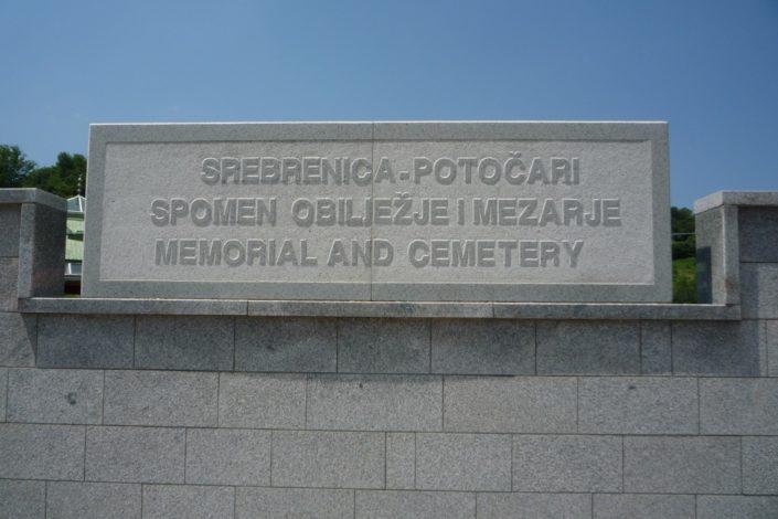 S. Stokić: Ko nam nameće genocid