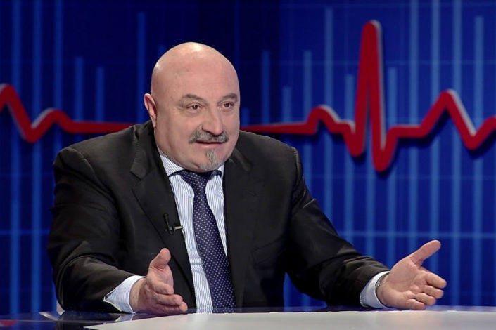 Petronijević: Čini se da je Tači išao u Hag da se dogovara, a ne da se izjasni