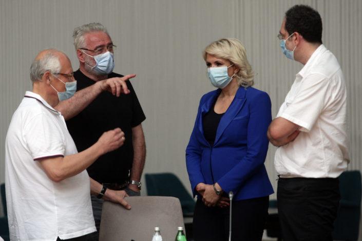 N. Vrzić: Razjedinjeni protiv kovida