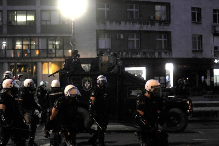 Njujork tajms: Nasilan odgovor policije demonstrantima u Srbiji