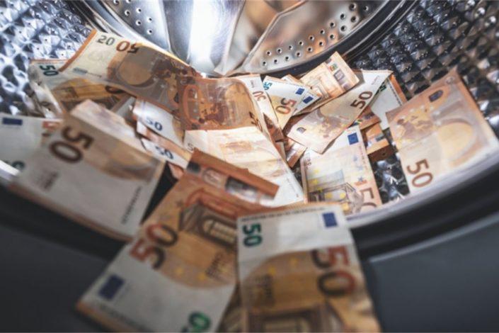 Perači tuđeg novca