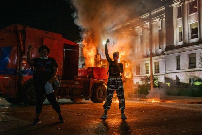 Bajden ima problem: Americi je dosta nasilja