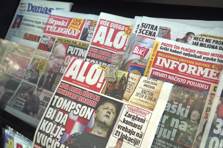 Таблоиди у Србији на продајном месту на трафикама (Фото: Снимак екрана/Јутјуб)