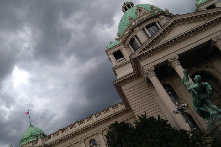 Stavljanje Srbije pred svršen čin