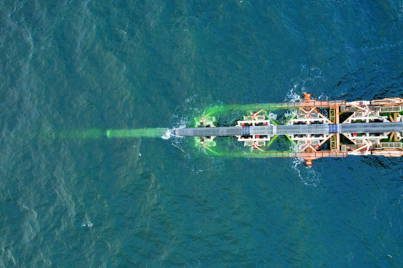 Брод поставља цеви за гасовод Северни ток 2 у немачким водама (Фото: Nord Stream-2/File Picture)
