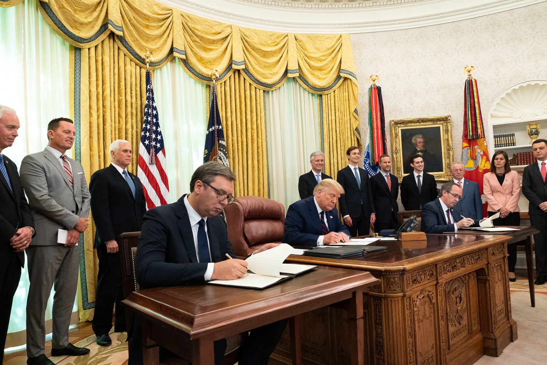 Ceremonija potpisivanja Sporazuma o normalizaciji ekonomskih odnosa između Beograda i Prištine u Ovalnom kabinetu Bele kuće, Vašington, 04. septembar 2020. (Foto: Official White House Photo by D. Myles Cullen)