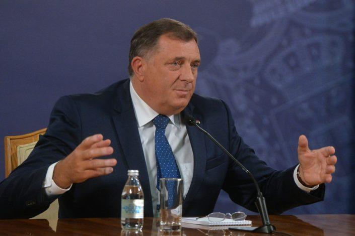Bura u BiH zbog Dodikovog odlaska u Zagreb