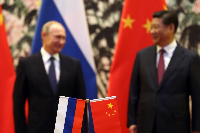 Руски председник Владимир Путин и кинески председник Си Ђинпинг током састанка на самиту Азијско-пацифичке економске сарадње (APEC), Пекинг, 09. новембар 2014. (Фото: How Hwee Young/AFP/Getty Images)