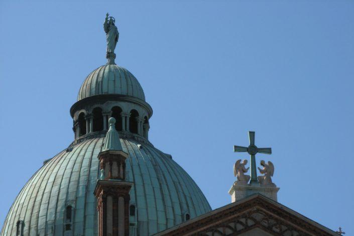 Napadi na crkve i dometi sekularizma