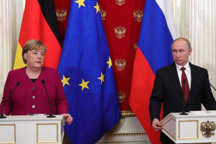 Putin Merkelovoj: Razmeštanje naših trupa je unutrašnja stvar Rusije