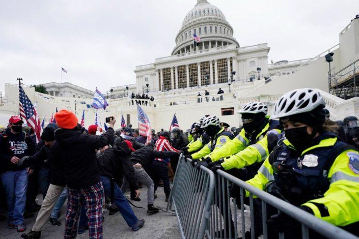 Trampove pristalice upale u Kapitol, policija ubila četiri demonstranta