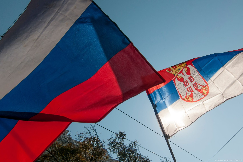 Zastave Rusije i Srbije (Foto: Ministarstvo odbrane Republike Srbije)