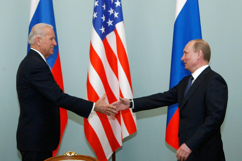 Амерички потпредседник Џо Бајден и руски председник Владимир Путин током састанка (Фото: AP Photo/Alexander Zemlianichenko)
