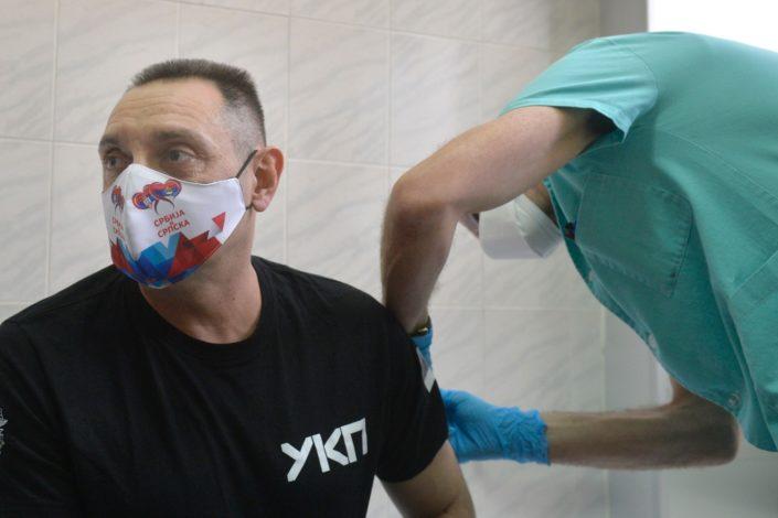 Dačić, Vulin i Đerlek primili rusku vakcinu