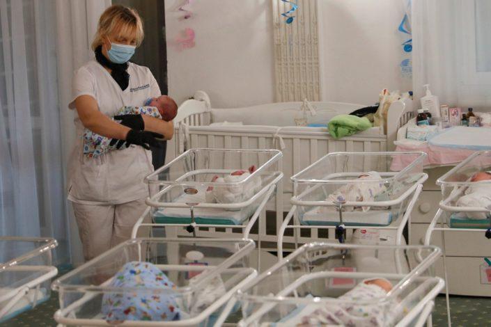 Predlog nove strategije za podsticaj rađanja: Pet hiljada evra po detetu