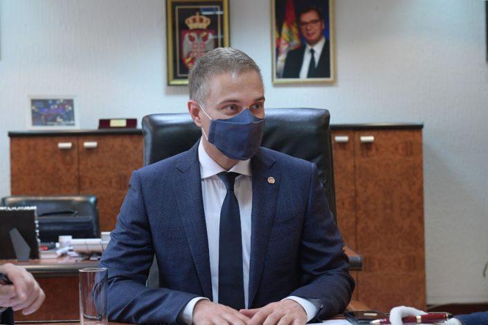 Stefanović na sajtu SNS-a: Neću mirno gledati kako opozicija laže o Vučiću