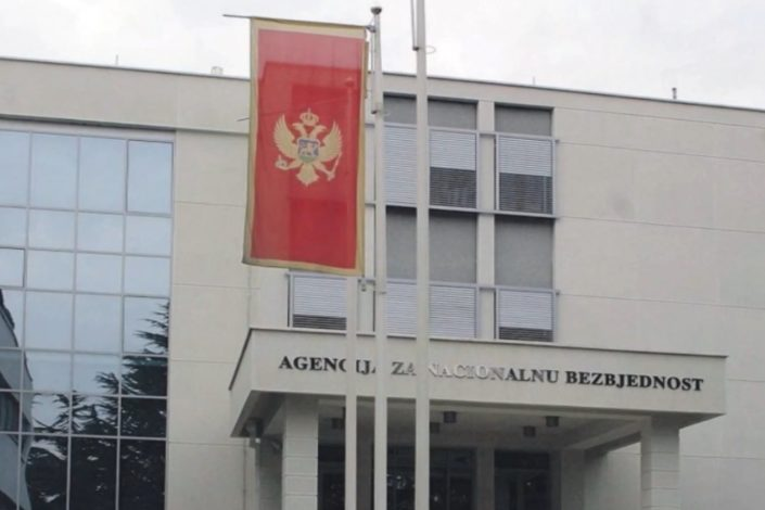 Ko parališe crnogorsku službu?