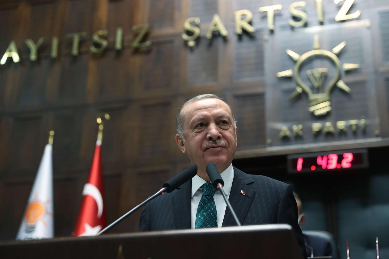 Turski predsednik Redžep Tajip Erdogan tokom obraćanja članovima svoje stranke u turskom parlamentu, Ankara, 10. februar 2021. (Foto: Murat Cetinmuhurdar/PPO/Handout via Reuters)
