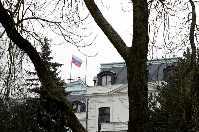 Zastava Rusije na ruskoj ambasadi u Pragu, 26. mart 2018. (Foto: Reuters/David W Cerny)