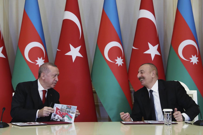 Predsednik Turske Redžep Tajip Erdogan i predsednik Azerbejdžana Ilham Alijev tokom zajedničke konferencije za medije, 10. decembar 2020. (Foto: Turkish Presidency/Murat Cetinmuhurdar/Anadolu Agency)