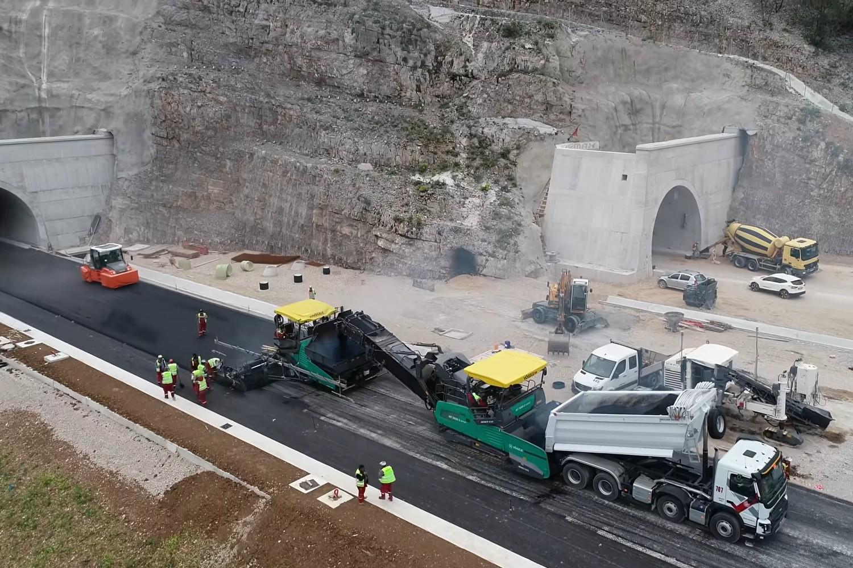 Изградња ауто-пута Бар-Бољаре у Црној Гори (Фото: Снимак екрана/Јутјуб/Bemax d.o.o. Montenegro)
