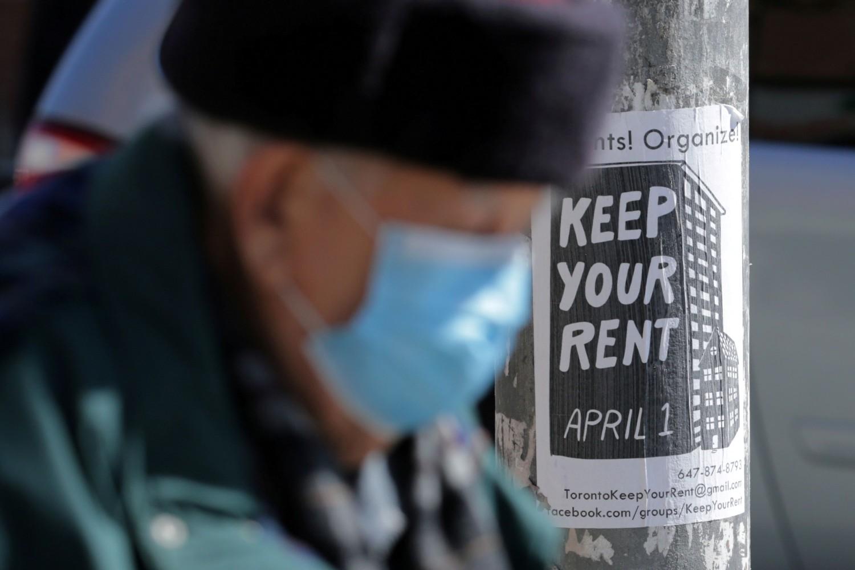 Stariji čovek sa zaštitnom maskom na licu u Torontu, 06. april 2020. (Foto: Reuters/Chris Helgren)