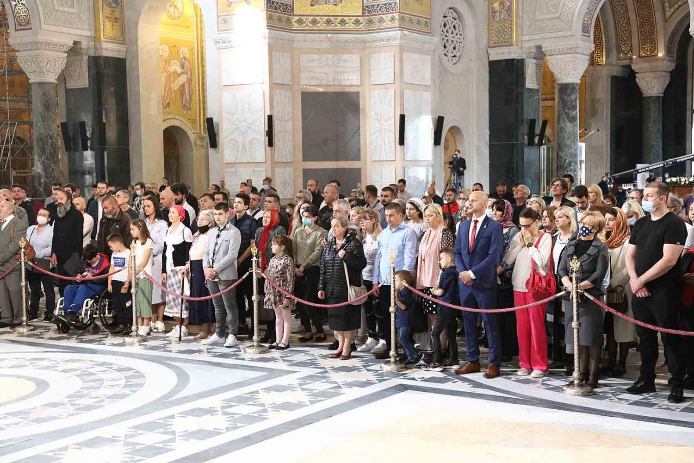 Vernici tokom Vaskršnje liturgije u Hramu Svetog Save, Beograd, 02. maj 2021. (Foto: đakon Dragan S. Tanasijević/spc.rs)