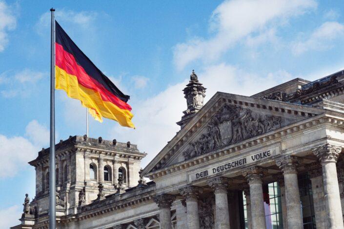 Dojče vele: Koalicioni poker bez Angele Merkel