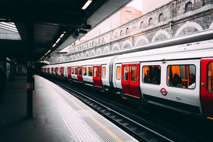 """Londonska železnica se izvinila zbog pozdrava """"dame i gospodo"""""""