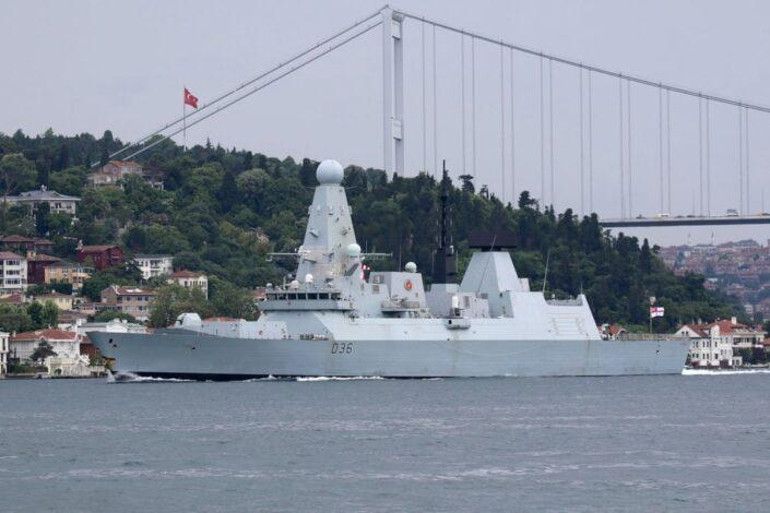 Ruska flota i borbeni avion ispalili hice upozorenja ka britanskom razaraču