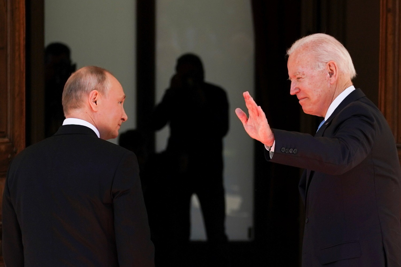 Predsednik Rusije Vladimir Putin i predsednik SAD Džozef Bajden tokom samita u Ženevi, 16. jun 2021. (Foto: Reuters/Kevin Lamarque)