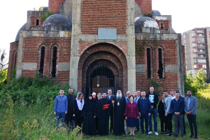 Bura u Prištini nakon održane liturgije u Hramu Hrista Spasa