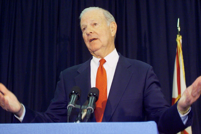 Bivši američki državni sekretar Džejms Bejker tokom konferencije za medije, Telehesi (Florida), 22. novembar 2000. (Foto: AP Photo/Beth A. Keiser)