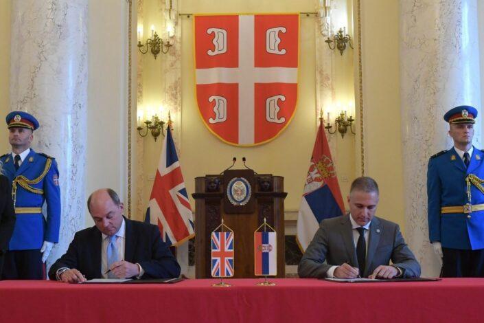 Britanski ministar tvrdi da je sa Beogradom potpisao sporazum protiv Rusije, MOD negira