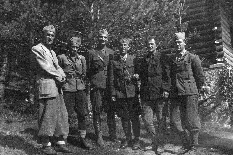 (Sleva) Vladimir Popović, Ivan Rukavina, Arso Jovanović, Savo Orovič, Milovan Đilas and Pavle Ilič, 1. septembar 1942. (Foto: Wikimedia/znaci.net)