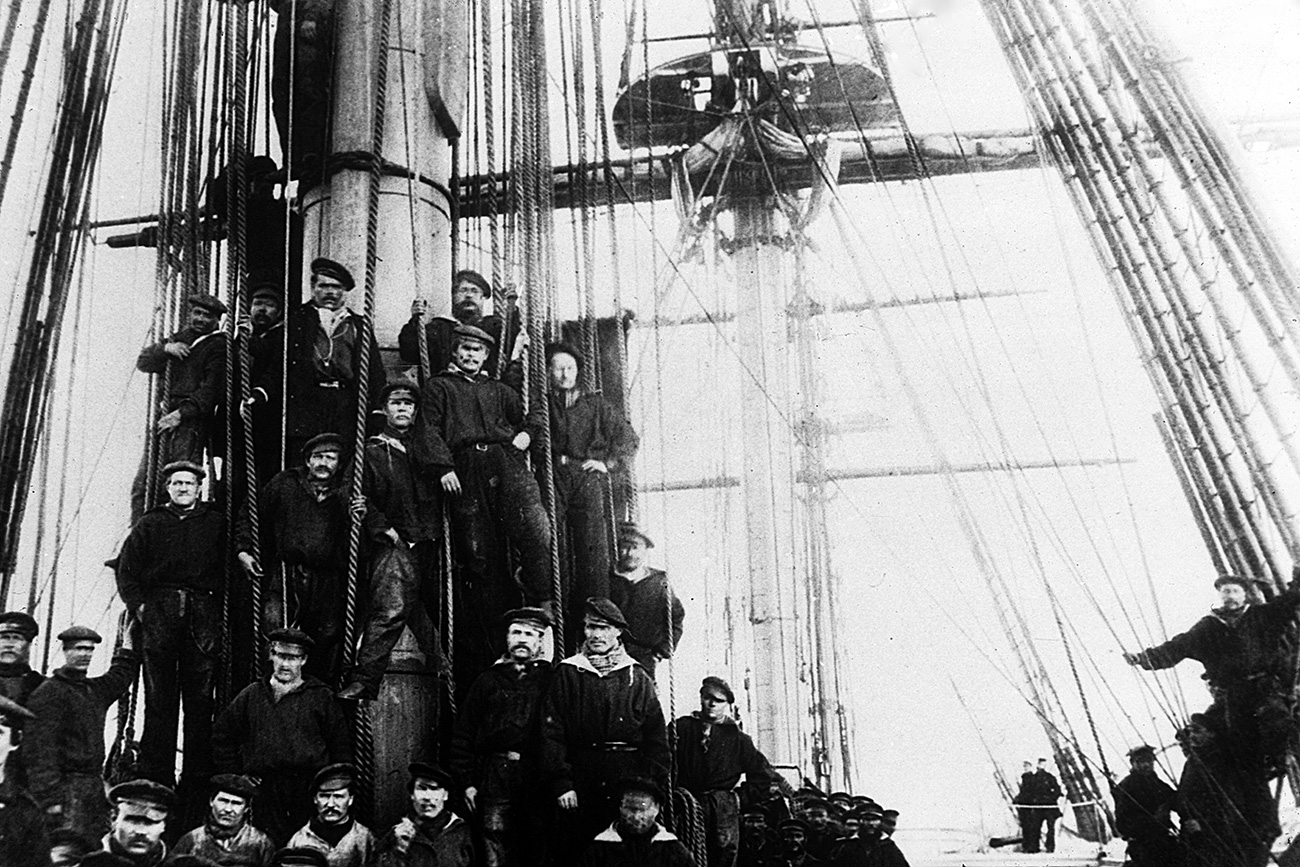 The crew of the Russian frigate Osliaba during the American Civil War in Alexandria, Virginia, 1863. The Civil War saw both the Union and the Confederacy diplomatically attempt to find allies in Europe, with the Union gaining an ally in Czarist Russia, which sent two fleets in the autumn of 1863. (Photo by Archive Photos/Getty Images)