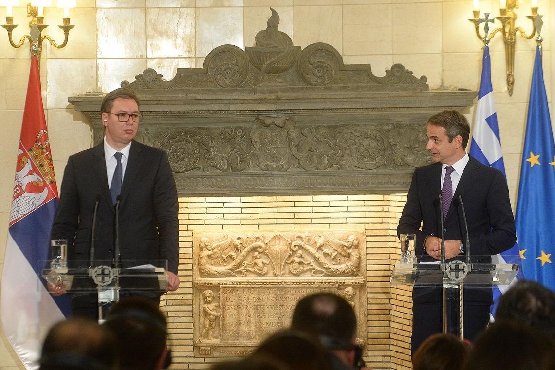 Predsednik Srbije Aleksandar Vučić i premijer Grčke Kirijakos Micotakis tokom zajedničke konferencije za medije nakon potpisivanja Zajedničke deklaracije o uspostavljanju strateškog partnerstva dve zemlje, Atina, 11. decembar 2019. (Foto: Predsedništvo Srbije/Dimitrije Goll)