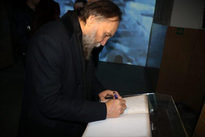 Aleksandar Dugin: Demokratija danas nije izbor već prinuda