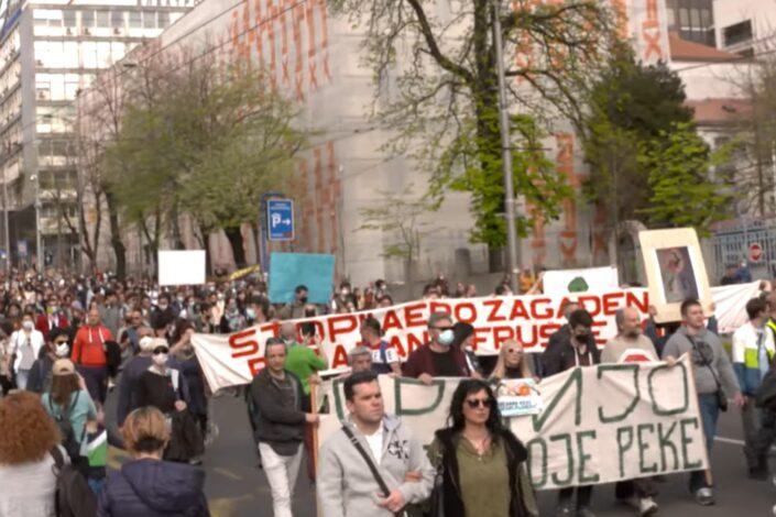 Dojče vele: Srbija između kineske dužničke klopke i zelenih protesta