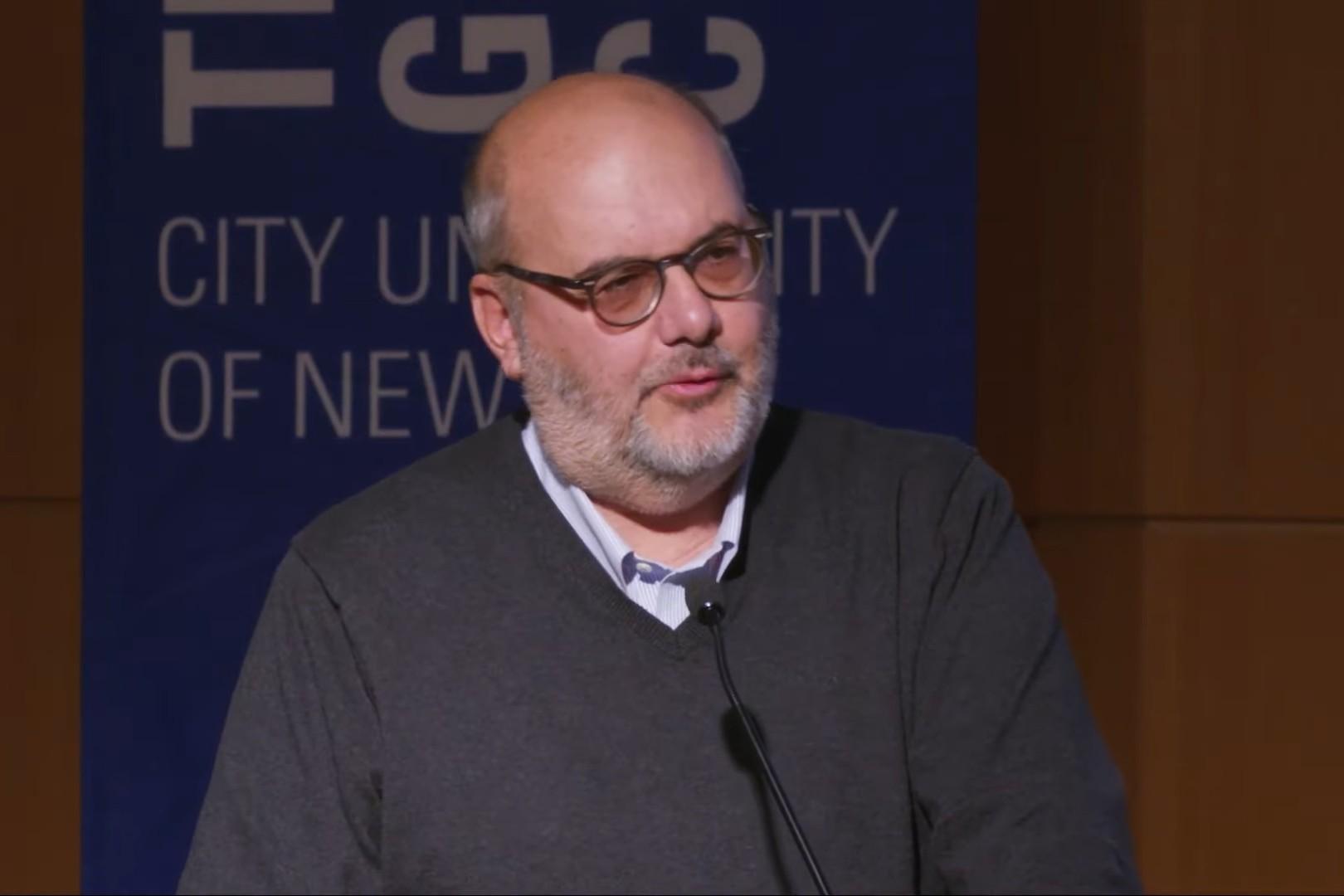 Profesor Branko Milanović tokom jednog predavanja (Foto: Snimak ekrana/Jutjub/The Graduate Center, CUNY)