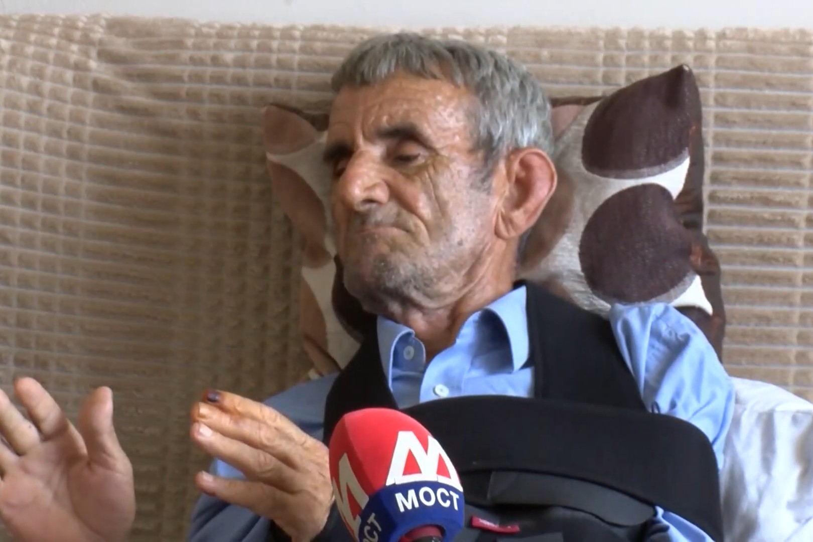Pretučeni Srbin iz Dolca kod Kline Ranko Bacić (Foto: Snimak ekrana/Jutjub/MostTV Zvecan)