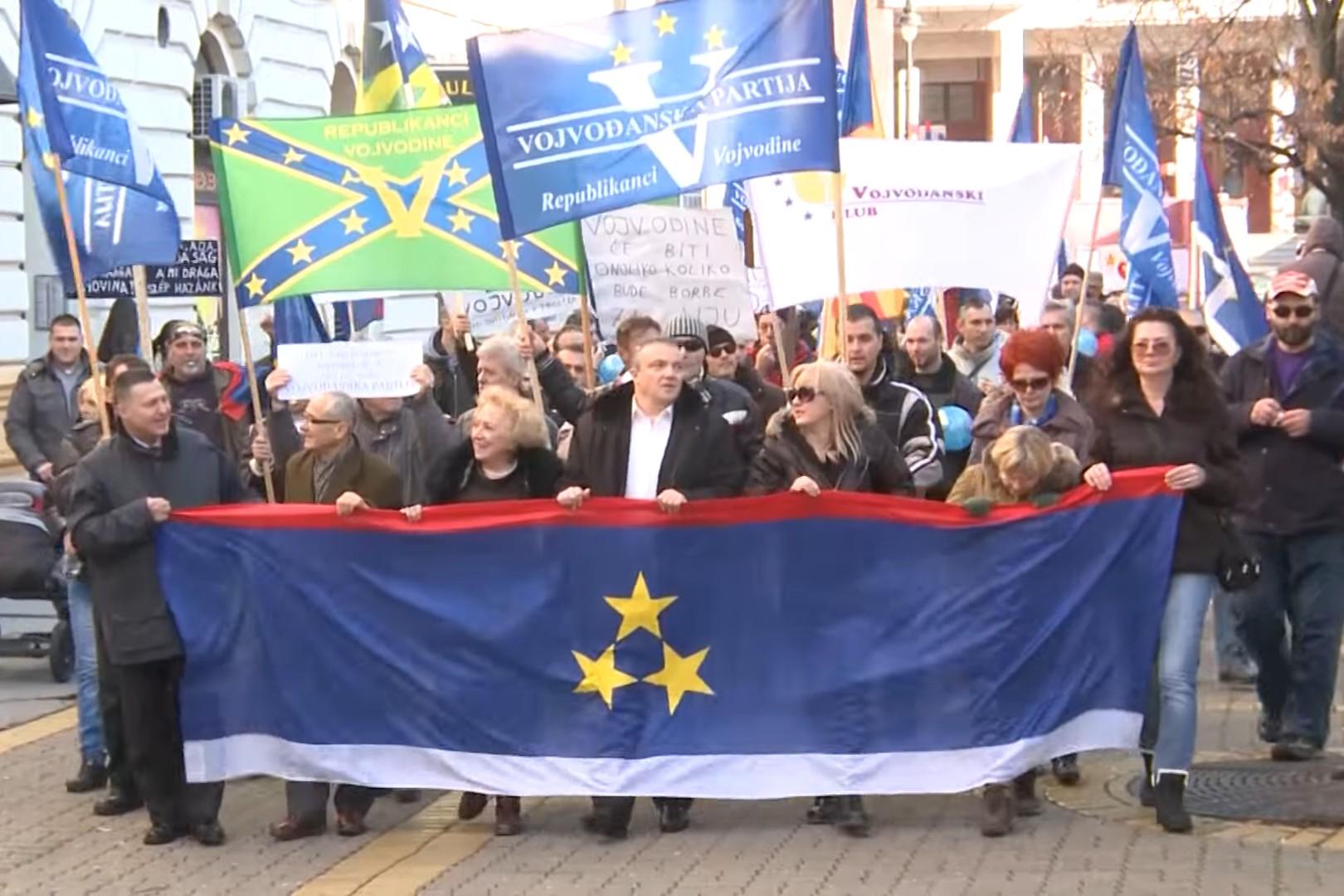 Vojvođanski autonomaši tokom Šetnje za Vojvodinu, Subotica, 29. novembar 2015. (Foto: Snimak ekrana/Jutjub/Republikanci Vojvodine)