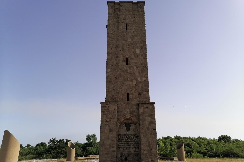 Spomenik kosovskim junacima na Gazimestanu (Foto: Radomir Jovanović/Novi Standard)