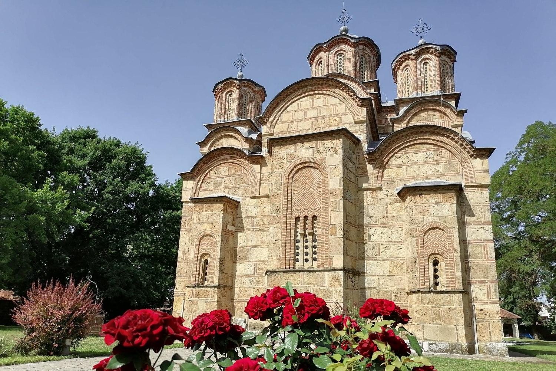 Manastir Gračanica sa zadnje strane (Foto: Radomir Jovanović/Novi Standard)