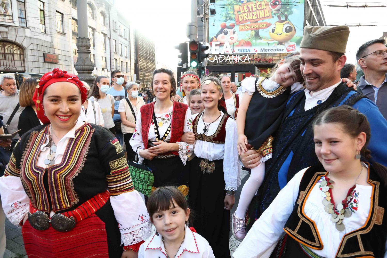 Beograđani u narodnoj nošnji tokom velike Spasovdanske litije, 10. jun 2021. (Foto: đakon Dragan S. Tanasijević/spc.rs)